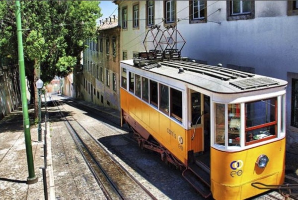 Tuk Away, Lisboa Antiga, Elevador da Glória