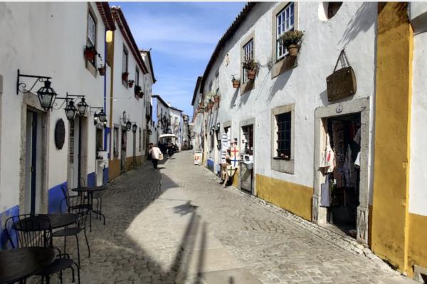 Óbidos, Tuk Away, Rua